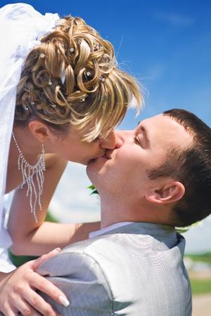 bride kiss groom photo