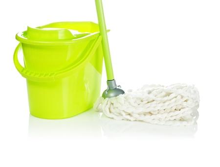 dweilen: emmer met een mop