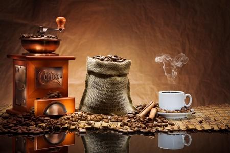 マットの上のコーヒー アクセサリー 写真素材