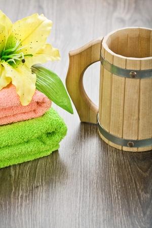 bathe mug: towels flower and mug