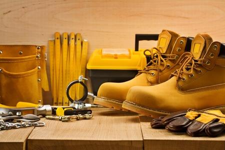 Abteile: Werkzeuge auf Brettern