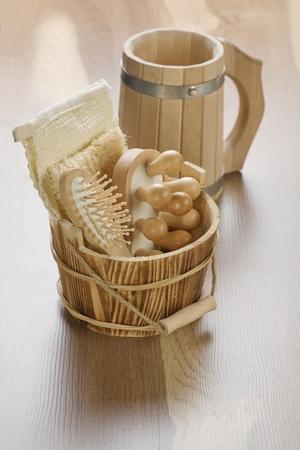 bathe mug: wooden bucket with mug