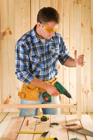 carpenter vise: carpenter in work