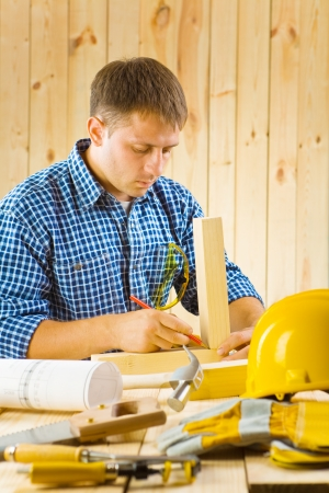 vise grip: carpenter does the sketching