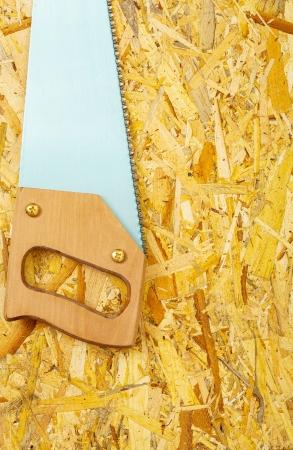 handsaw: serrucho de madera contrachapada