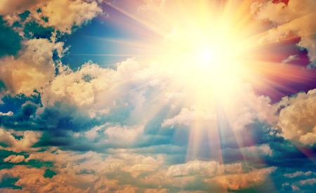 Vista sul bel sole in blu cielo nuvoloso instagram stile instagr Archivio Fotografico - 34811464