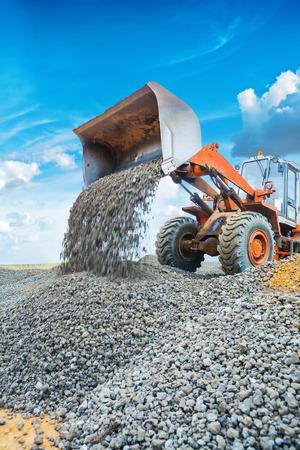 wheel loader: old wheel loader excavator working with gravel Stock Photo