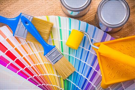 Satz von Malwerkzeugen malen Bürstenwalze Fach kann Palettenfarbe Standard-Bild - 38572137