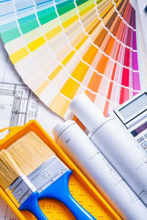 paleta: composici�n de las herramientas de pintura, pinceles, planos y paleta de colores Foto de archivo