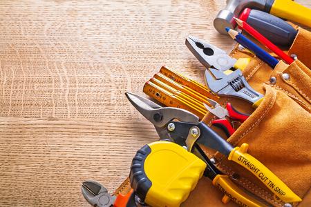 work tools: alicates cinta m�trica l�piz tenazas de corte de acero martillo en toolbe