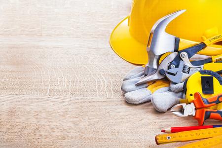 construction tools: copyspace organizada con herramientas de construcción