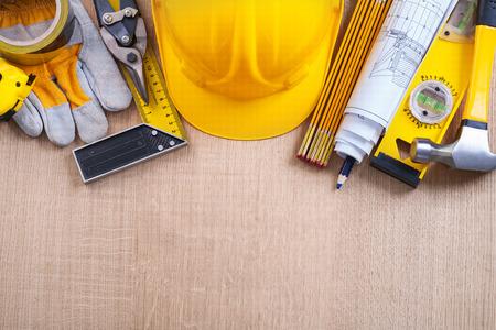 Verscheidenheid van de bouw objecten op eiken houten plank bouw con