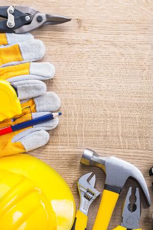outils construction: vue verticale copyspace organis�e avec des outils de construction
