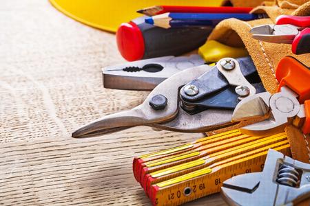 outils construction: Tout pr�s vue sur le plateau d'outils de construction