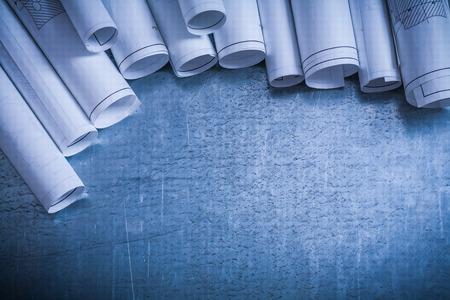Composition des plans de construction laminés sur le renforcement de surface rayée argent-métal et le concept de l'architecture. Banque d'images