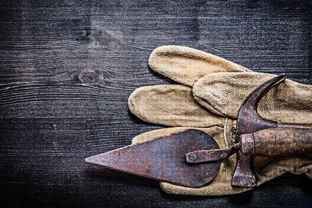 claw hammer: horizontal vintage tools claw hammer and putty spattle. Stock Photo