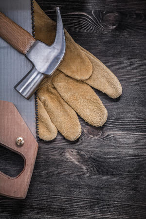 claw hammer: Set of hack-saw claw hammer protective leather gloves.