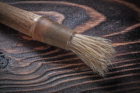 brocha de pintura: Vintage paintbrush on wooden board construction concept.