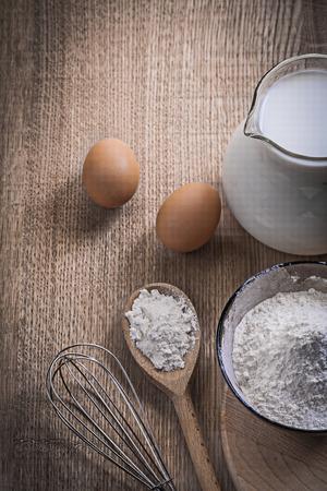 corolla: flour, eggs and corolla milk in jug.