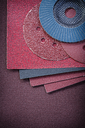 emery paper: Composition of abrasive equipment on sandpaper.