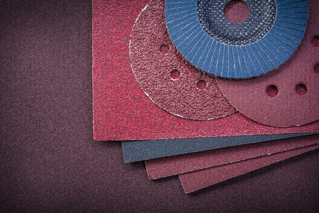 emery paper: Composition of abrasive equipment on polishing paper.