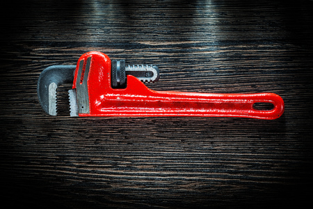 Pipe wrench on vintage wooden board. 版權商用圖片