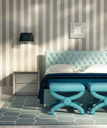 當代豪華典雅的臥室,藍色的凳子和條紋壁紙 版權商用圖片