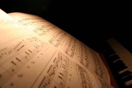 musica clasica: Algunas viejas notas de piano de antig�edades. Hoja de la m�sica cl�sica