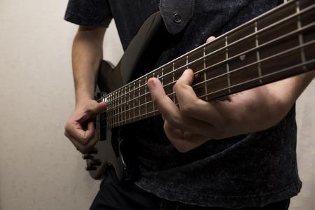 slap: Fingers plaing the bass-guitar by slap technique