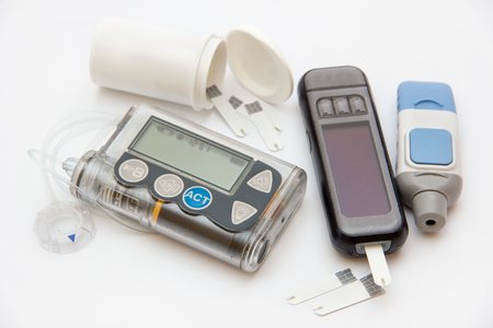 Education about controlling diabetes - using insulin pump and blood sugar measurements for thoroughly insulin treatment