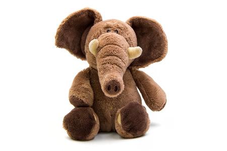 Bruine olifant zacht speelgoed geïsoleerd op wit