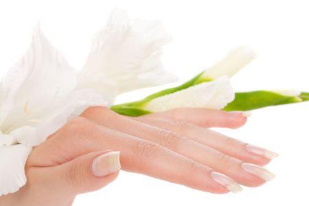 Closeup image de la belle ongles des doigts et de la femme