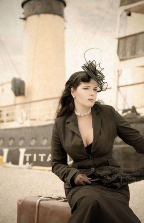 busty: Vrouw reist in retro stijl