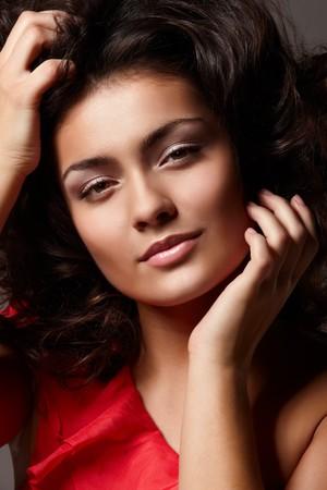poses de modelos: Retrato de joven hermosa mujer