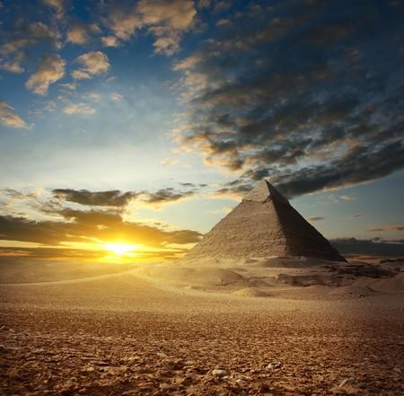 giza: Sunset over Giza valley. Heffrons pyramid