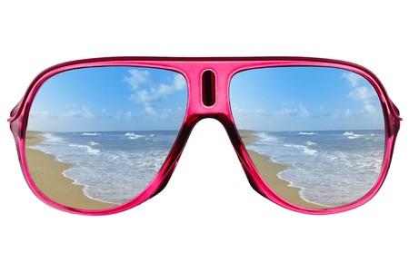 glass eye: Modernas gafas con la reflexi�n de mar  Foto de archivo