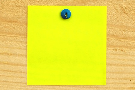 fixed: Blank paper reminder fixed on wood surface Stock Photo