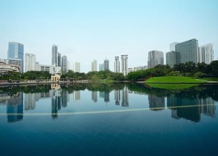 buildings on water: Edificios de una ciudad con reflejo en el agua. Kuala Lumpur