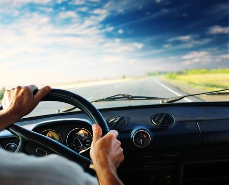 chofer: Manos del conductor en el volante