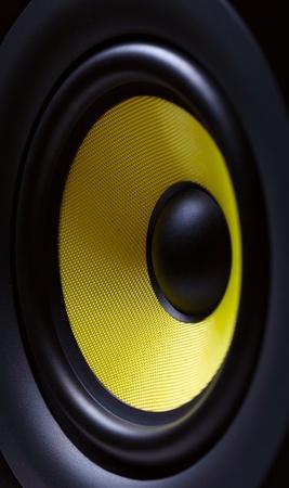 sono: Syst�me de son avec caisson de basses jaune Banque d'images