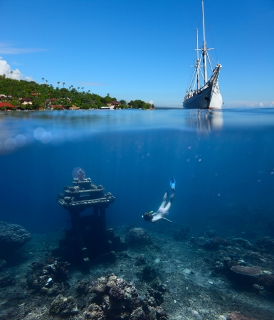 Collage with woman diving to underwater landmark on a breath hold and sail boat on water surface with main land on the horizon Stockfoto