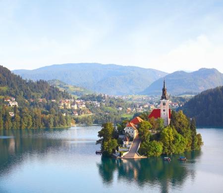 Kerk op eiland in het midden van Bled meer. Slovenië Stockfoto