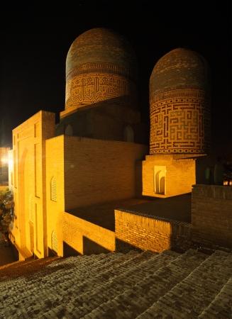 shah: Oriental complex of buildings of Shah i Zinda at night, Samarkand, Uzbekistan Stock Photo