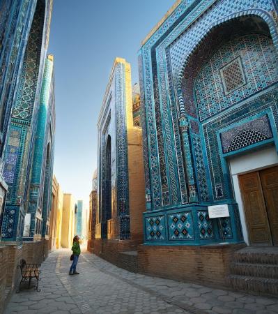 shah: Oriental ancient complex Shah i Zinda at sunrise. Samarkand, Uzbekistan