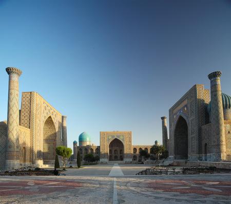 Registan mit orientalischen Gebäuden. Samarkand, Usbekistan