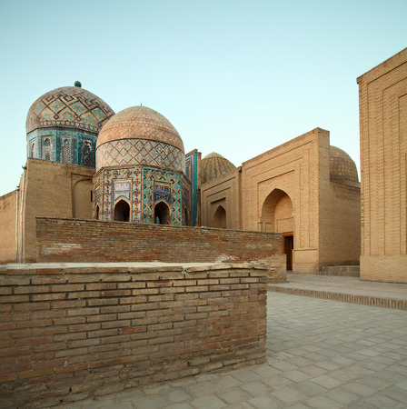 shah: Oriental complex Shah i Zinda at sunrise. Samarkand, Uzbekistan