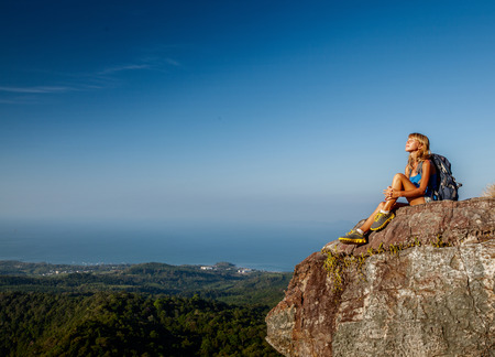 Hiker relaxing on top of the mountain in sunny day 版權商用圖片