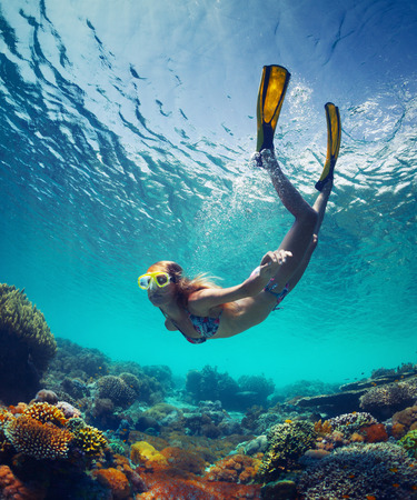 Dame in de zee Stockfoto