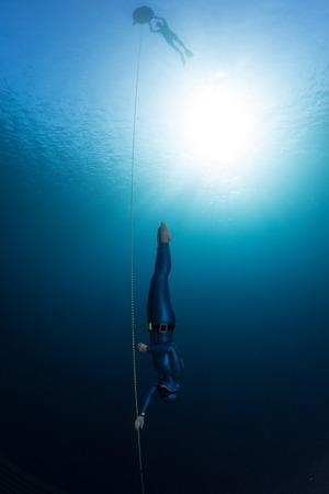 無料ダイバー ロープに沿って降順