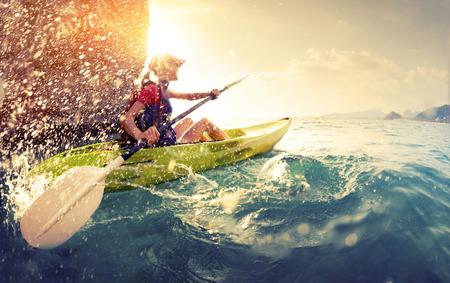 Donna con il kayak Archivio Fotografico - 38095522